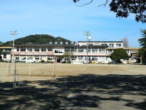 亀山小学校まで約500m☆