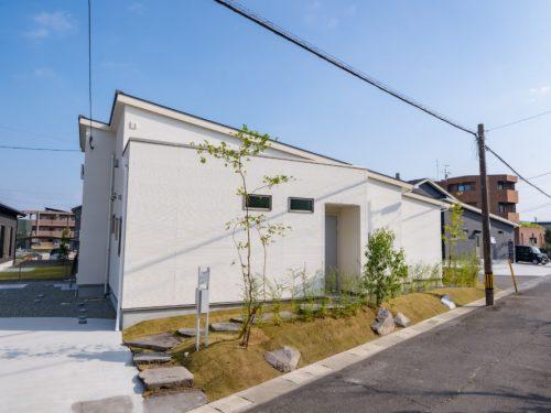 白い外壁が印象的な平屋のお家☆未入居☆